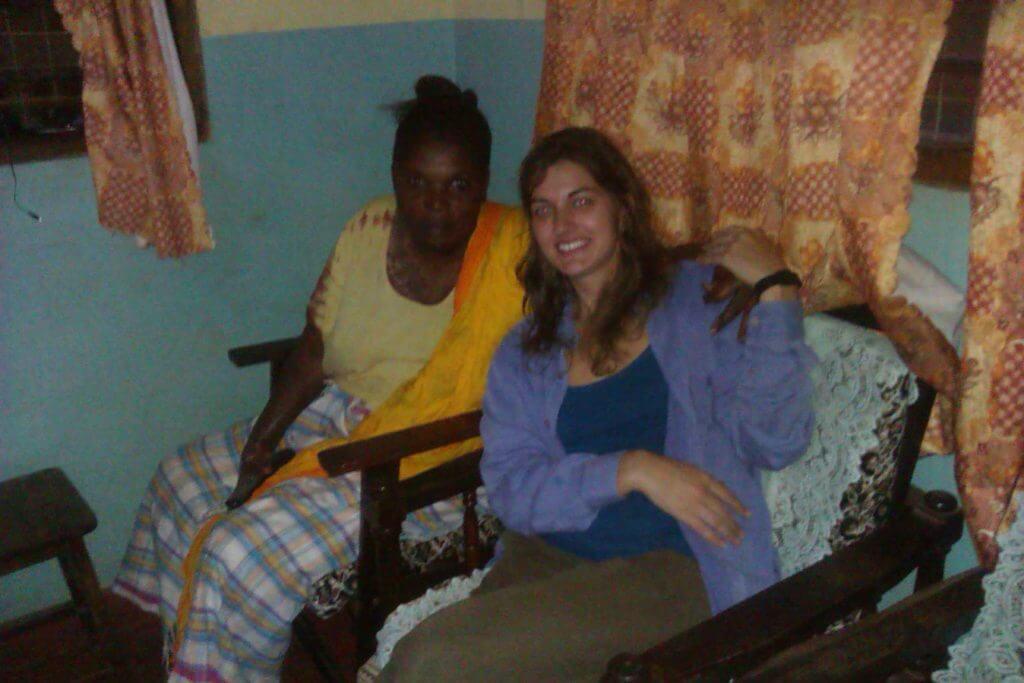 Mamá Agnes y @rominitaviajera en Malindi, Kenia, África, 2012