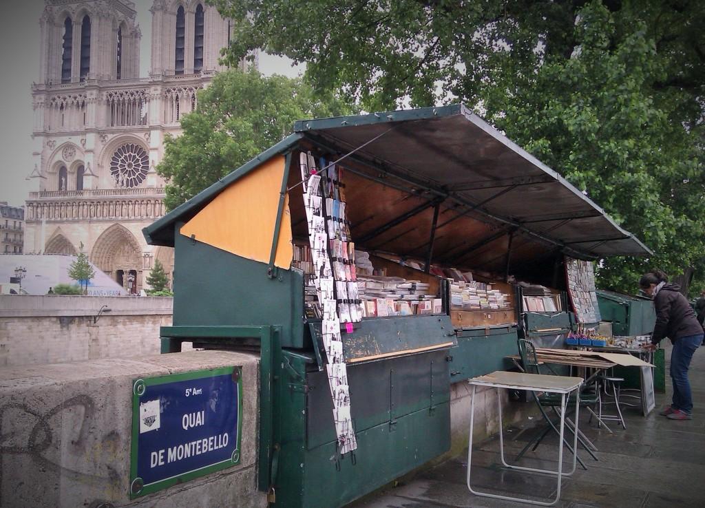 Puestos de ventas cercanos a Notre Dame, París, Francia, Junio 2013