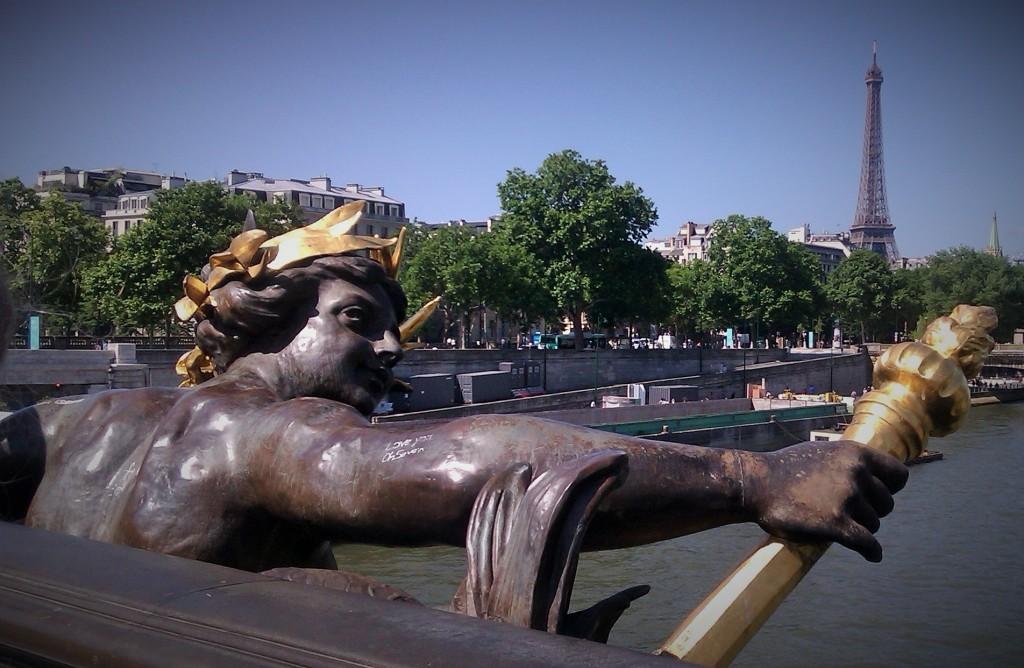 Detalle del Puente Alejandro III, París, Francia, junio 2013