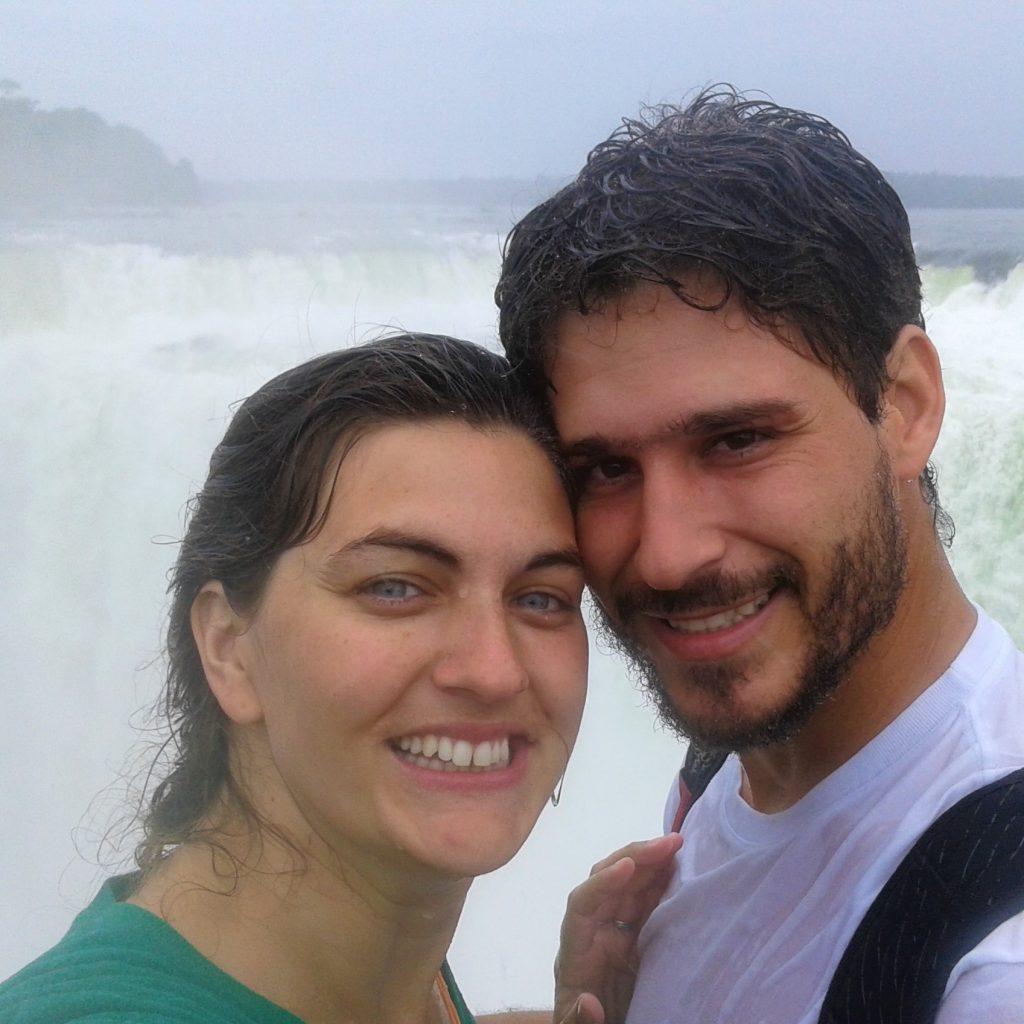 Romina y David en la Garganta del Diablo Cataratas del Iguazú Misiones Argentina | rominitaviajera.com