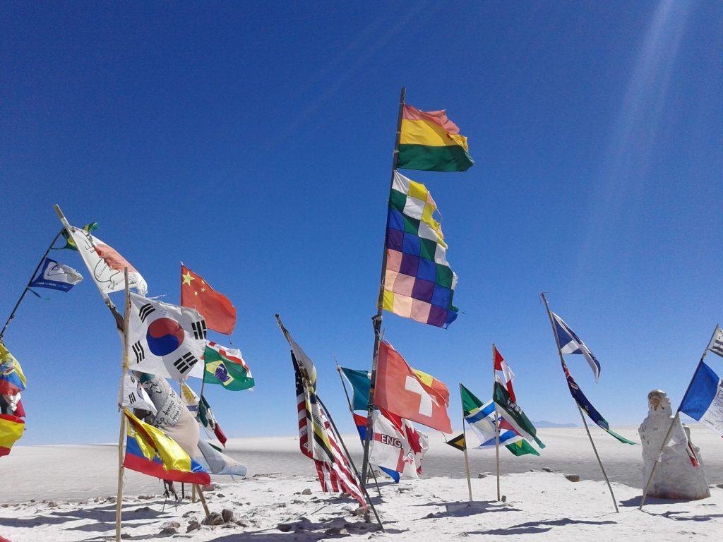 Banderas de Latinoamérica y del mundo, Salar del Uyuni, Bolivia, 2014 | rominitaviajera.com