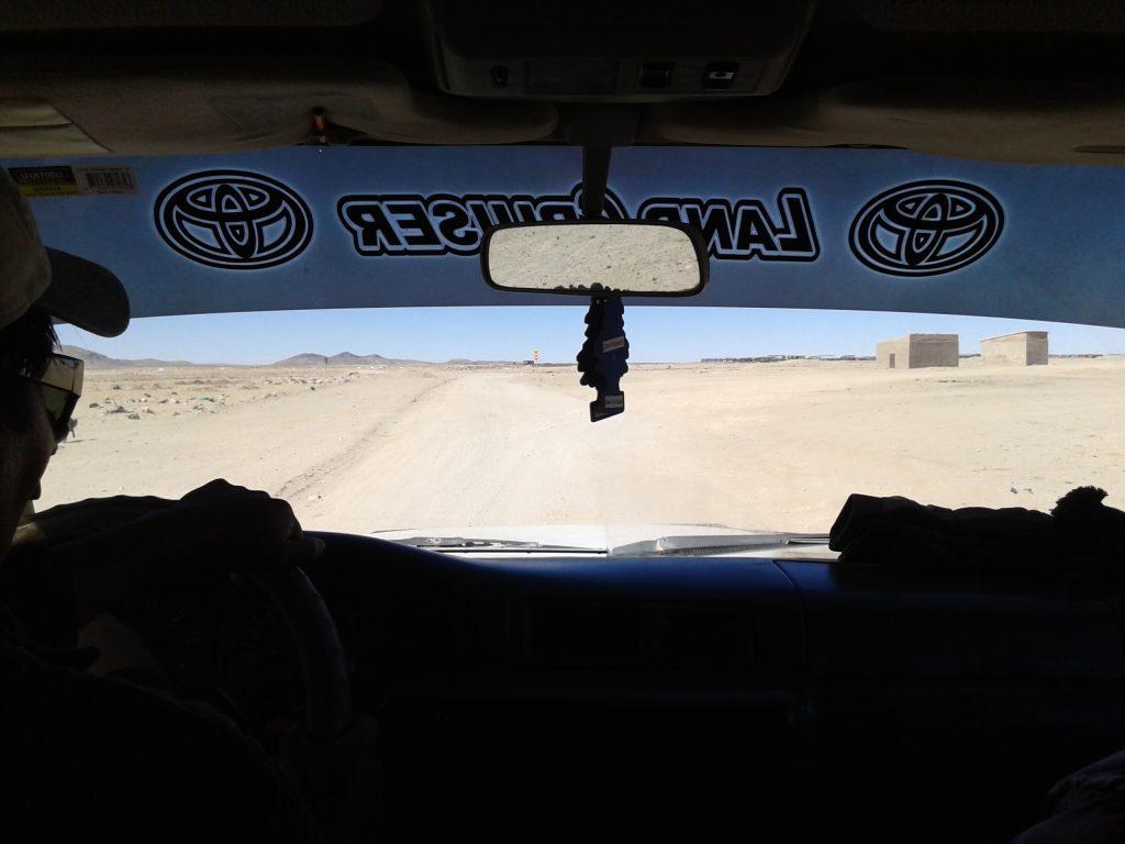 Camino al Cementerio de trenes, Desierto de Uyuni, Bolivia, Agosto 2014 | rominitaviajera.com