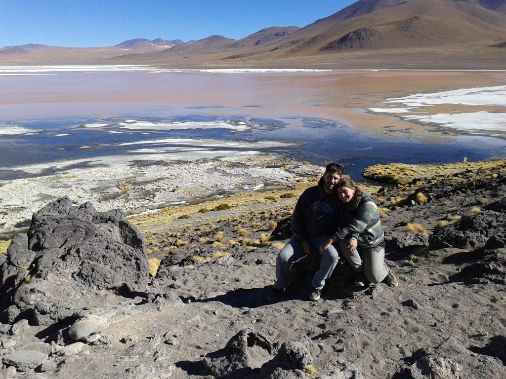 @rominitaviajera y David en La Laguna Colorada, Salar del Uyuni, Bolivia, 2014 | rominitaviajera.com
