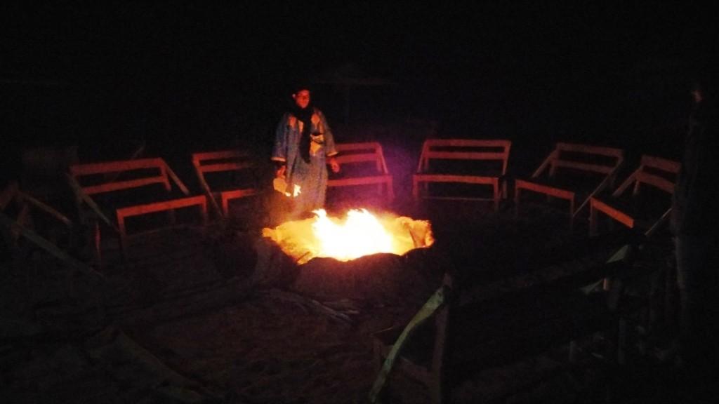 Fuego en campamento bereber