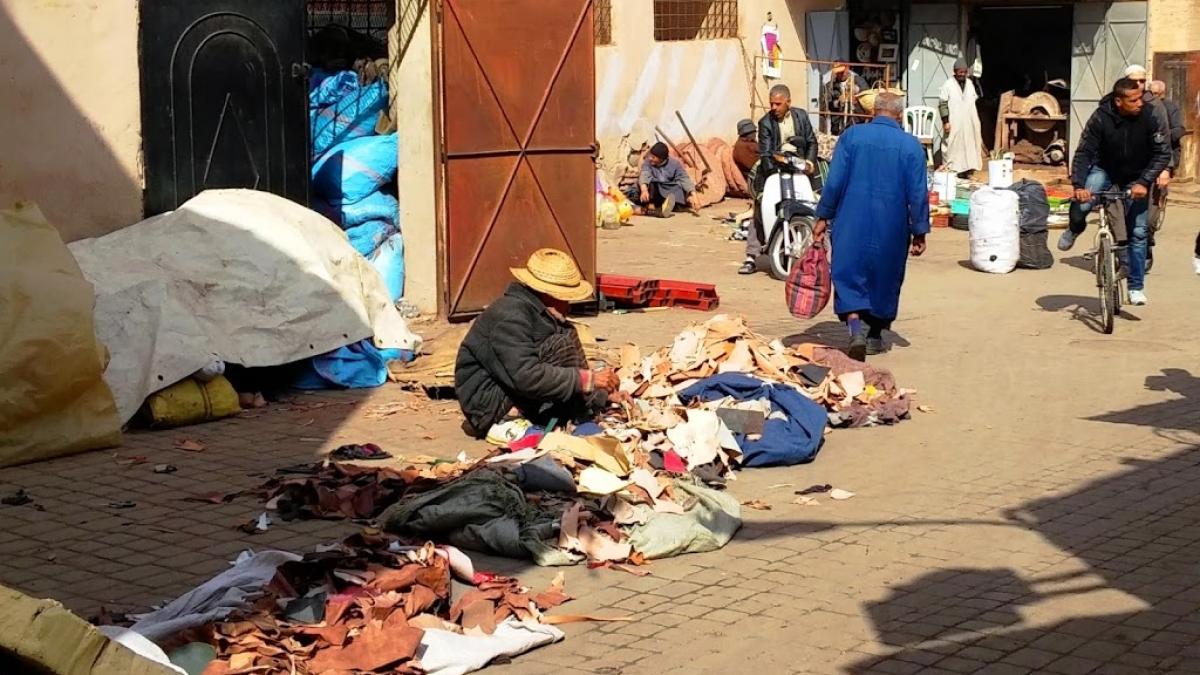 Trabajador del cuero, medina de Marrakech | Viajar caminando