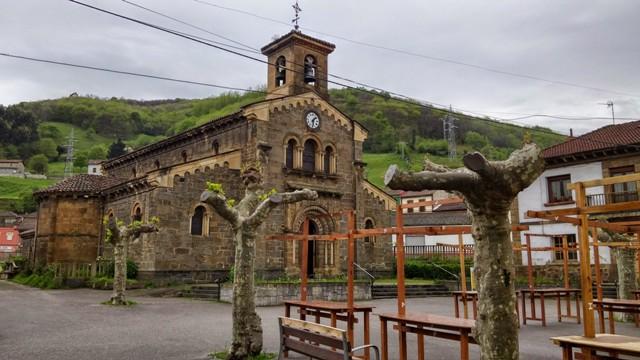 Ujo, Iglesia Santolaya
