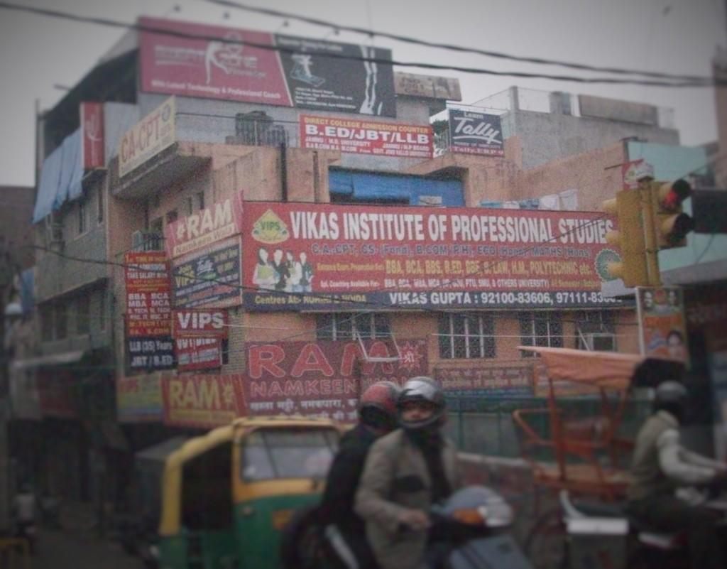 Carteles de publicidad, Delhi, India, 2014