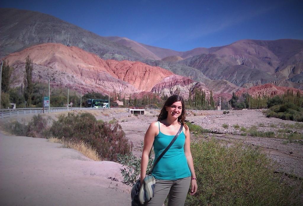 @rominitaviajera en Cerro Siete Colores, Purmamarca, Jujuy, Argentina, Abril 2013 - viajarcaminando.org
