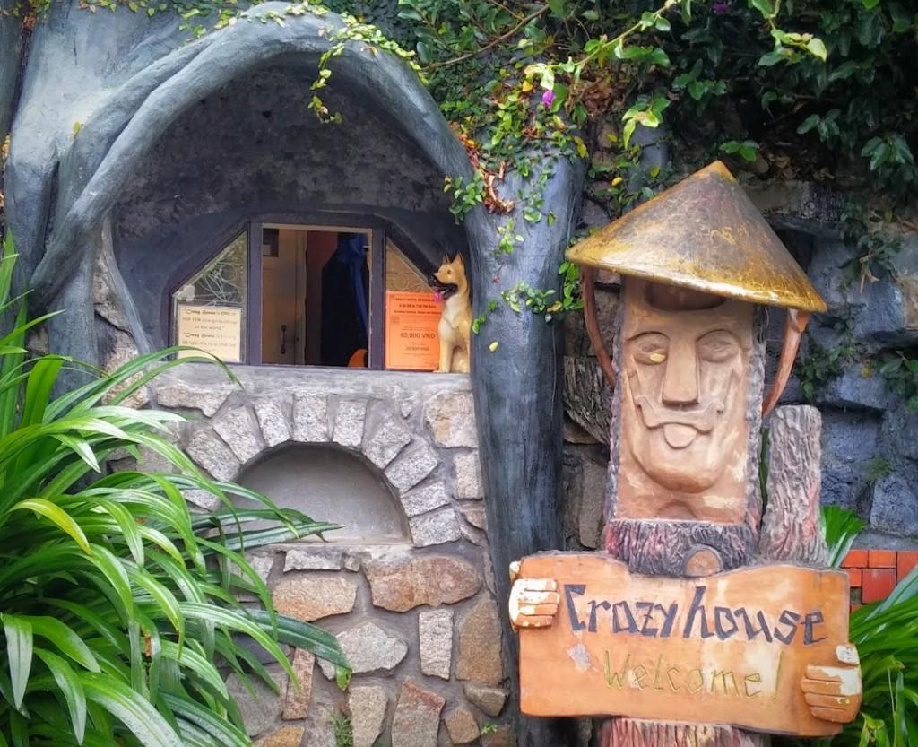 Entrada a la Crazy House, Dalat, Vietnam, 2015