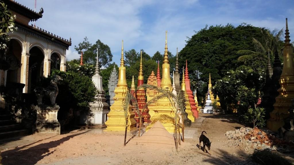 Estupas budistas del Wat Bo Siem Reap, Camboya, Octubre 2015