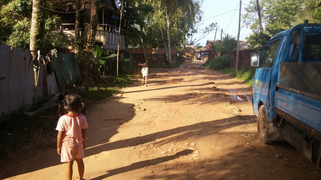 Niñas camboyanas, camino Odres Beach, Camboya, Octubre 2015