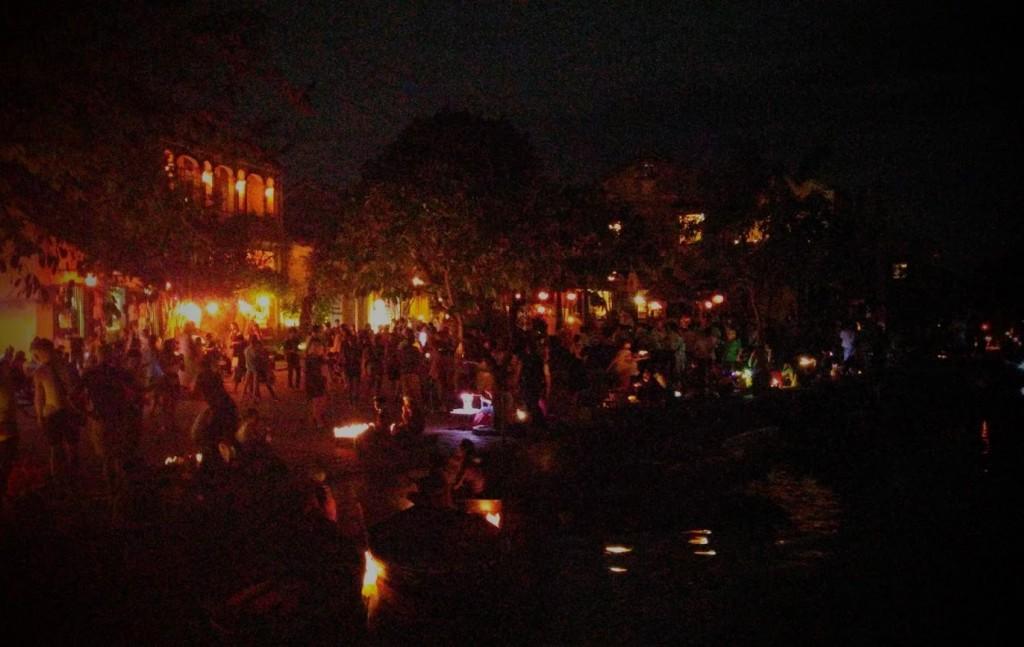 Noche en el río, Hoi An, Vietnam