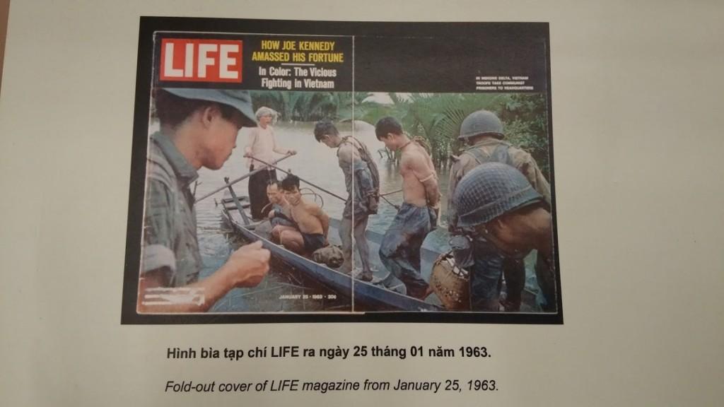 Portada de la revista Life sobre la guerra de Vietnam, Museo de la guerra, Ho Chi Minh, VietnamPortada de la revista Life sobre la guerra de Vietnam, Museo de la guerra, Ho Chi Minh, Vietnam