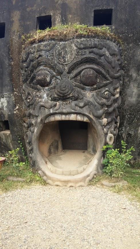 Boca de entrada a la calabaza gigante, Parque Buda, Vientiane, Laos, 2015