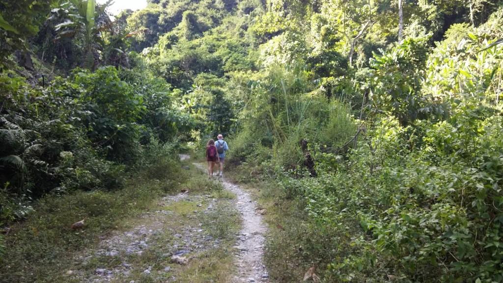 Camino a la cueva, Vang Vieng, Laos, 2015