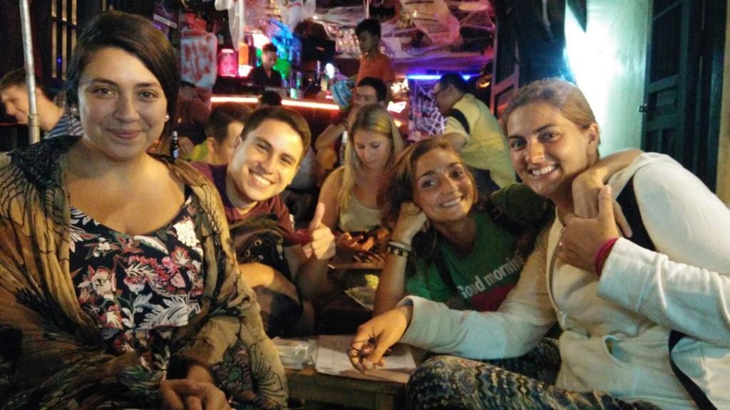 Con nuestros amigos chilenos cenando, Hanoi, Vietnam, 2015