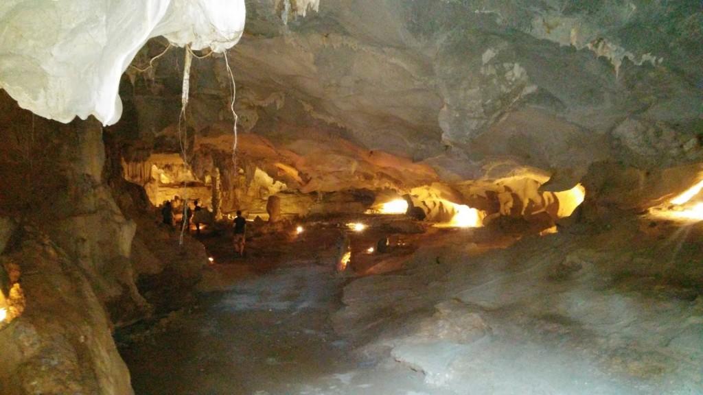 Cueva en la Bahía de Halong, Vietnam, 2015