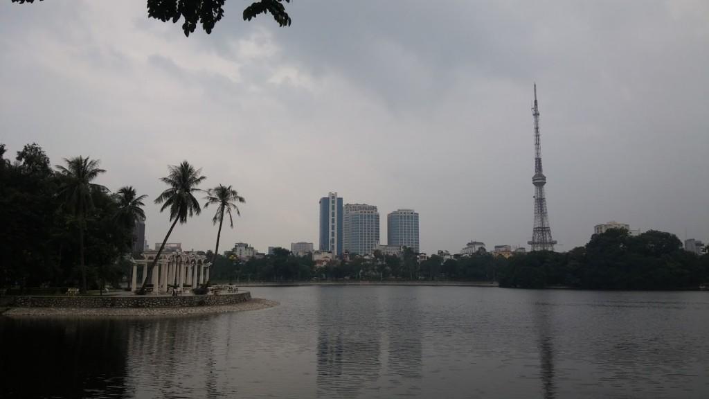 Márgenes del lago Hoan Kiem, Hanoi, Vietnam, 2015