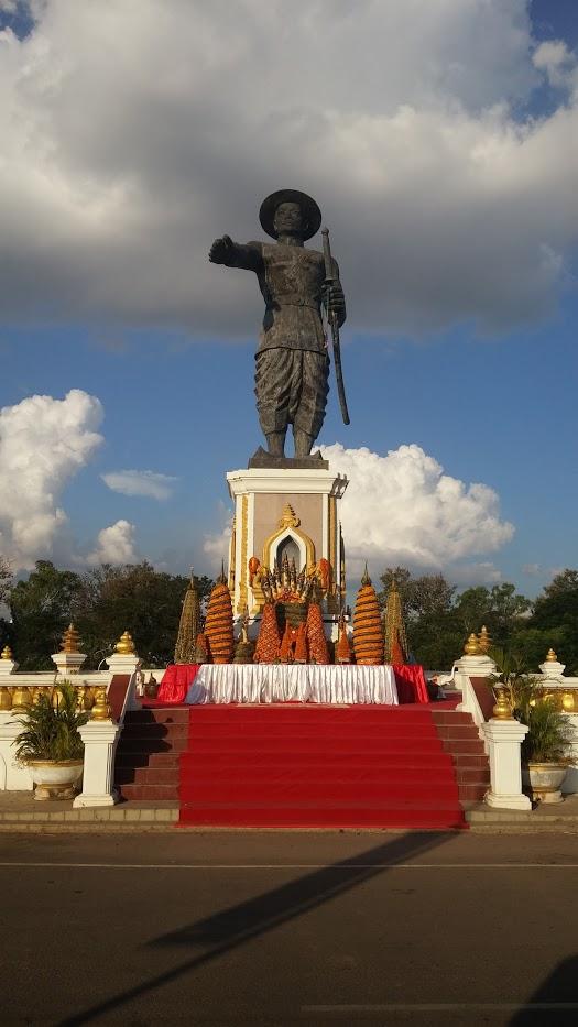 Monumento en Vientián, Laos, 2015