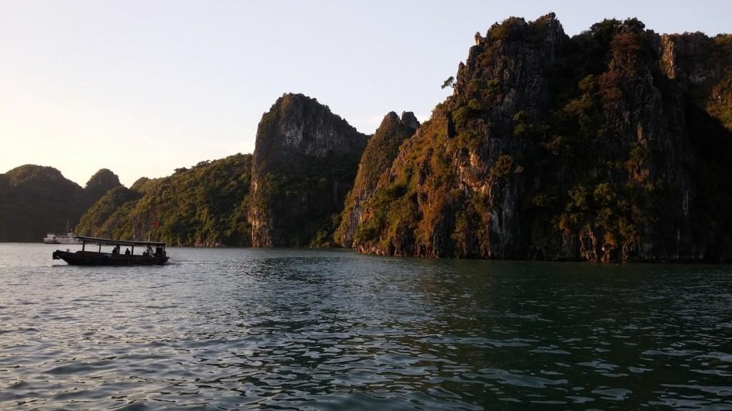 Navegando en la Bahía de Halong, Vietnam, 2015
