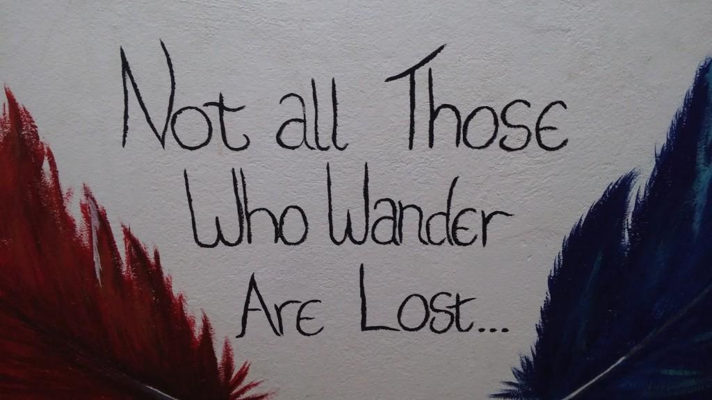 No todo el que deambula está perdido, frase en una pared del hostel, Luang Prabang, Laos, 2015