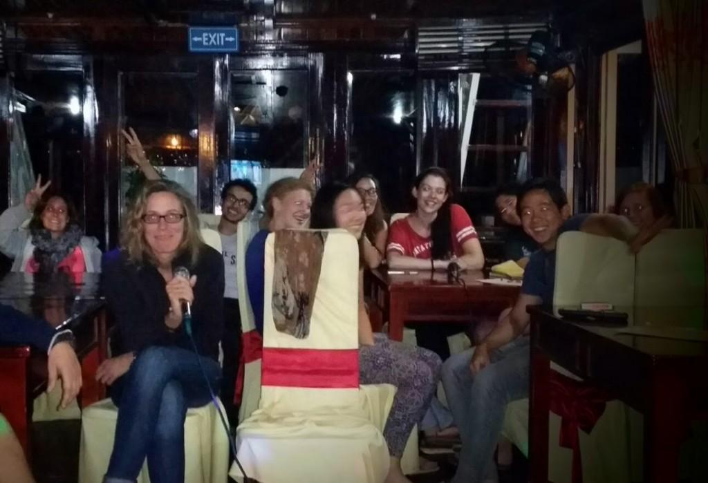 Noche de Karaoke en el Crucero, Bahía de Halong, Vietnam 2015