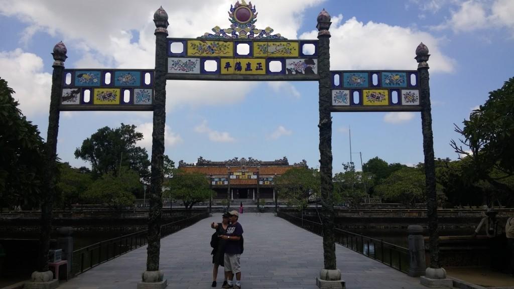 Puerta de acceso a la Ciudad Púrpura Prohibida, Hué, Vietnam, 2015