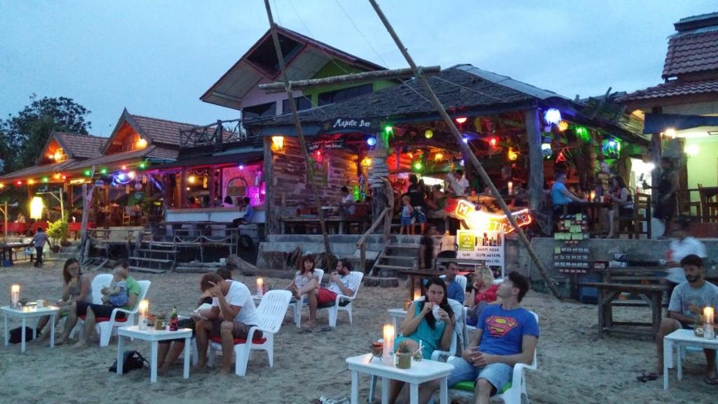 Majestic Bar, Klon Nin Beach, Tailandia, 2015