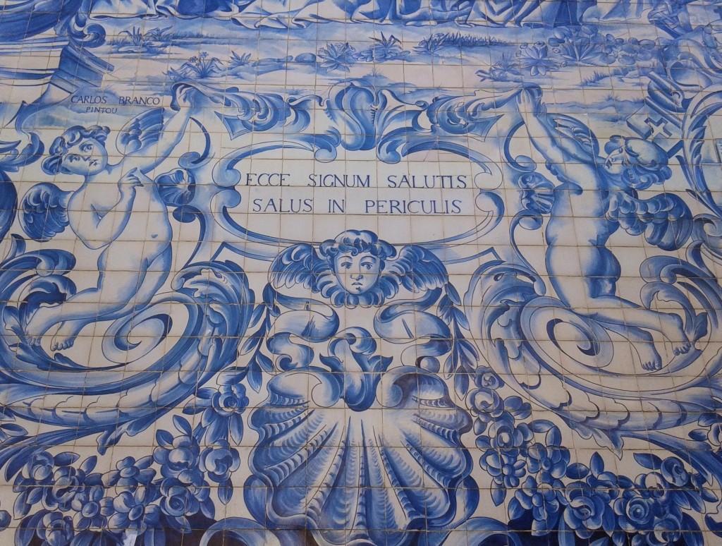 Azulejos azules de un edificio histórico, Oporto, Portugal, 2014