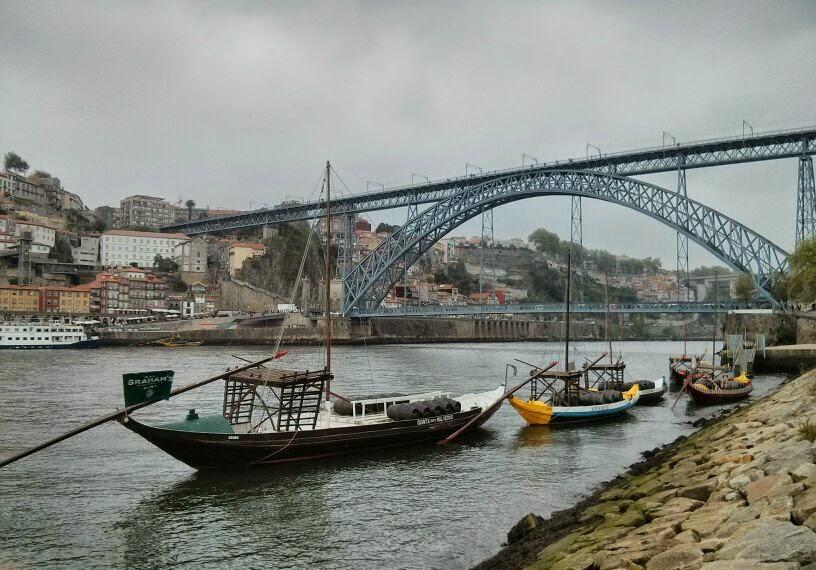 Barcos en el río Douro, Oporto, Portugal, 2014