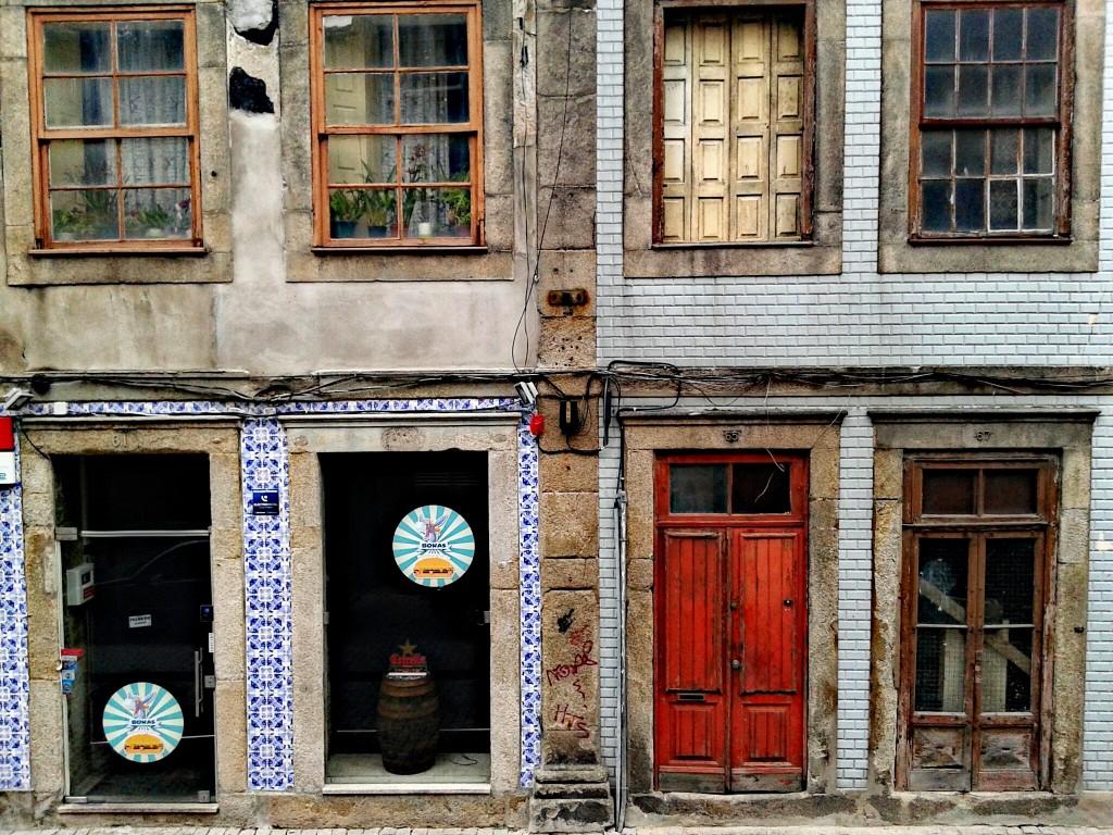 Calle de atrás del Hostal, Oporto, Portugal, 2014