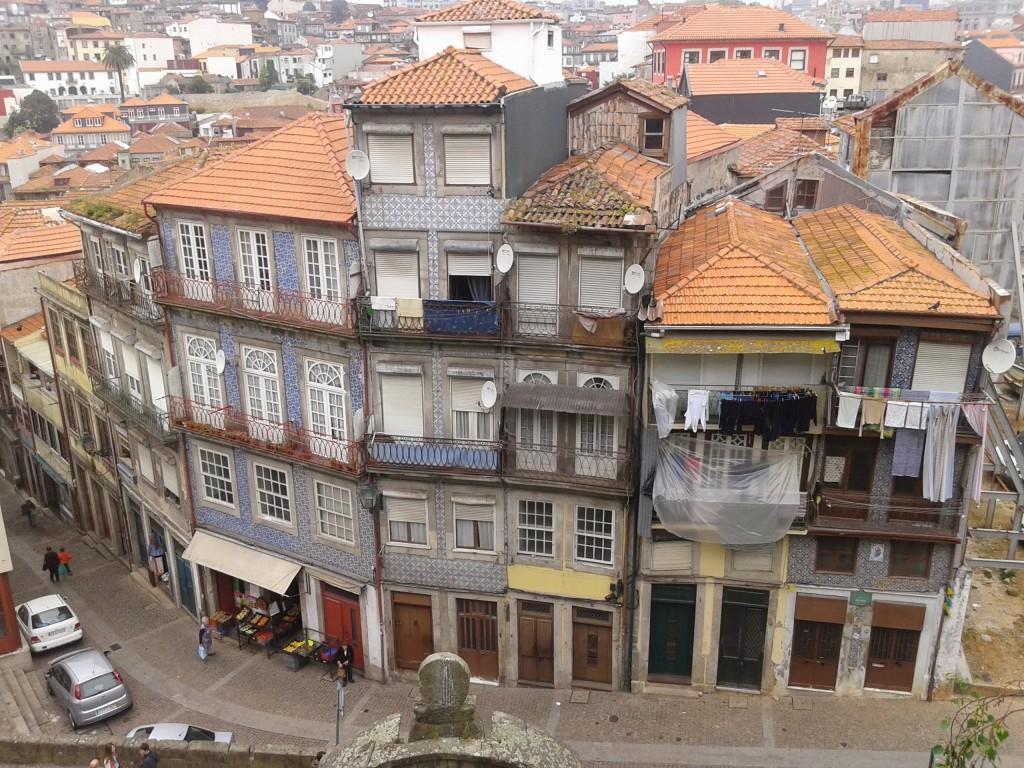 Barrio detrás de la Iglesia San Francisco, Oporto, Portugal, 2014