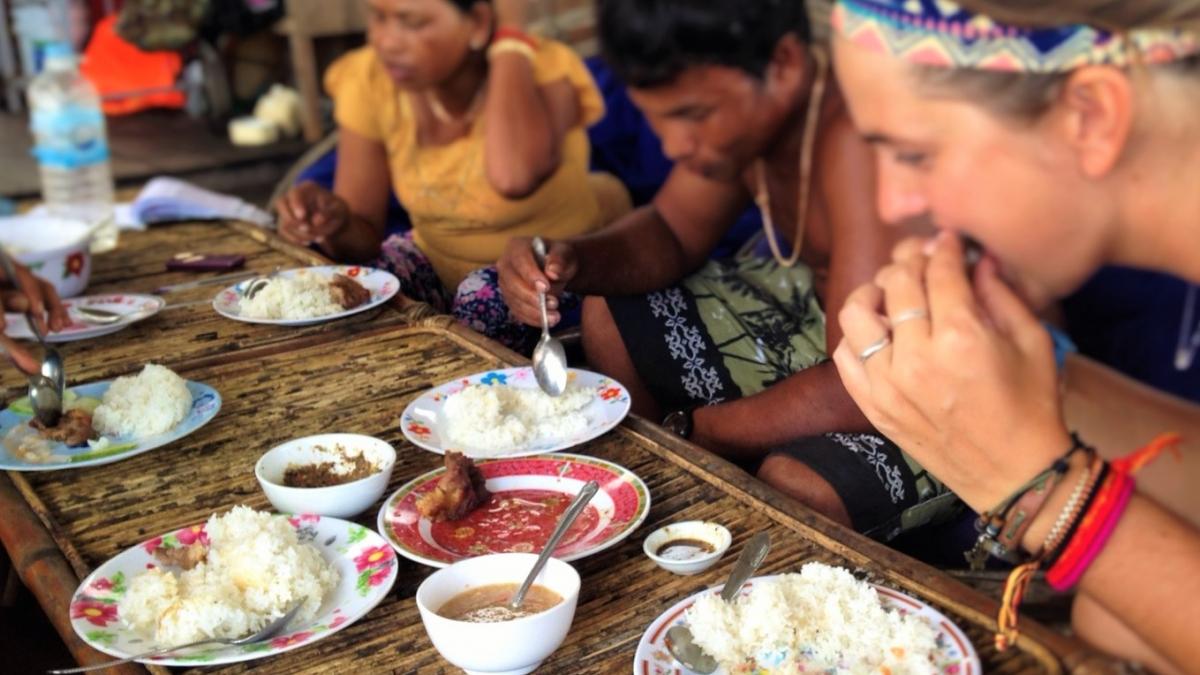Comiendo con una familia local en Ko Rong Camboya, Octubre 2015
