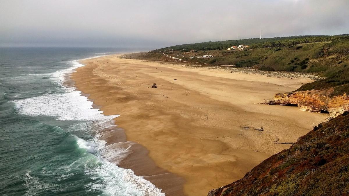 Playa de la ola más grande del mundo, Nazaré, Portugal, 2015