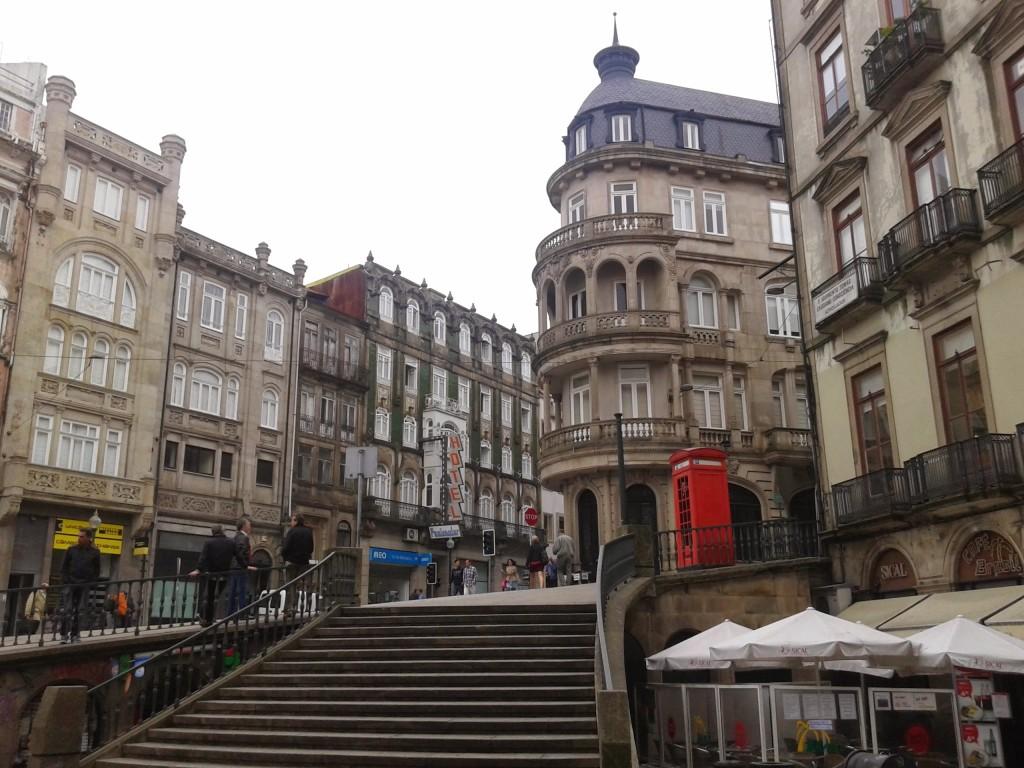 Una calle del centro de la ciudad, Oporto, Portugal, 2014