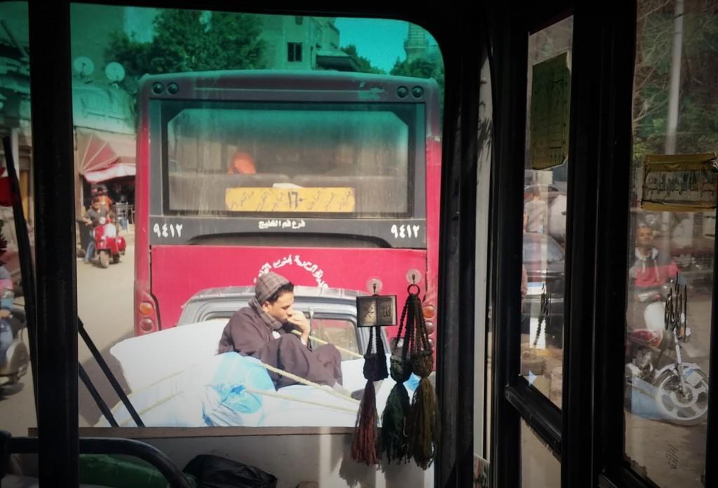 Viajando en bus por el Cairo, Egipto, marzo 2016