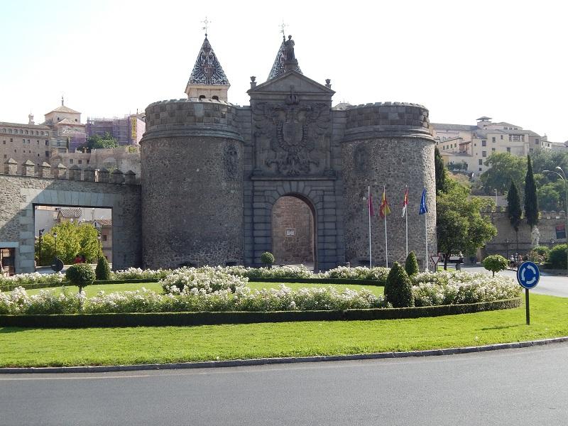 Puerta de Bisagra, Toledo, España, verano 2013   viajarcaminando.org