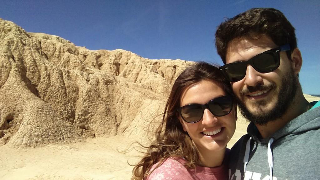 @rominitaviajera y David en Bárdenas Reales, Navarra, España, mayo 2016 | viajarcaminando.org