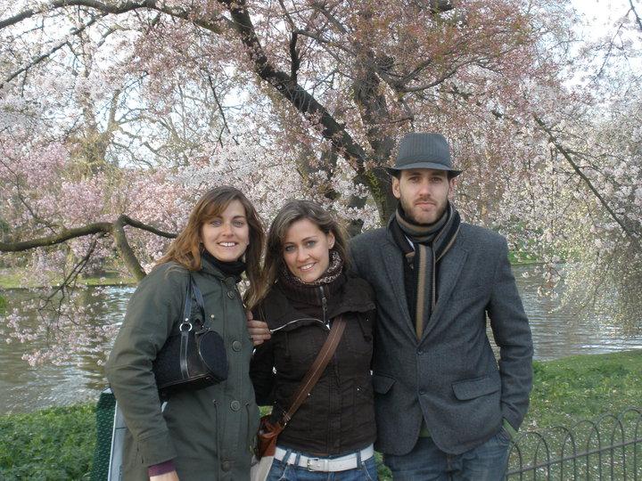 @rominitaviajera y sus hermanos en St James park, Londres, Inglaterra, abril 2010 | viajarcaminando.org