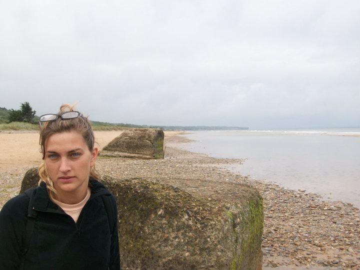 @rominitaviajera en la playa Omaha, donde el Desembarco de Normandia, Francia, 2010
