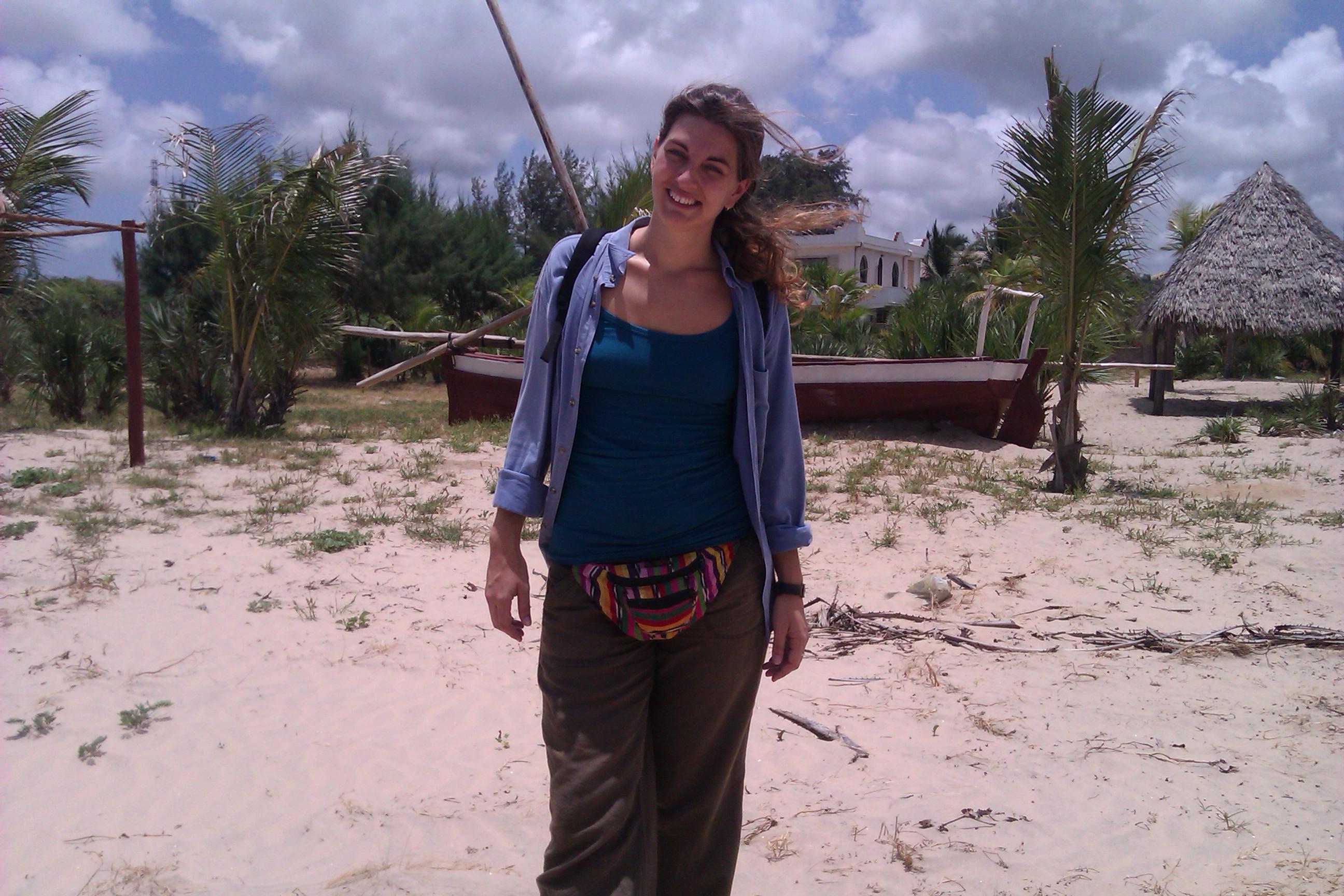 rominitaviajera con su riñonera en Kenia, 2012 | rominitaviajera.com