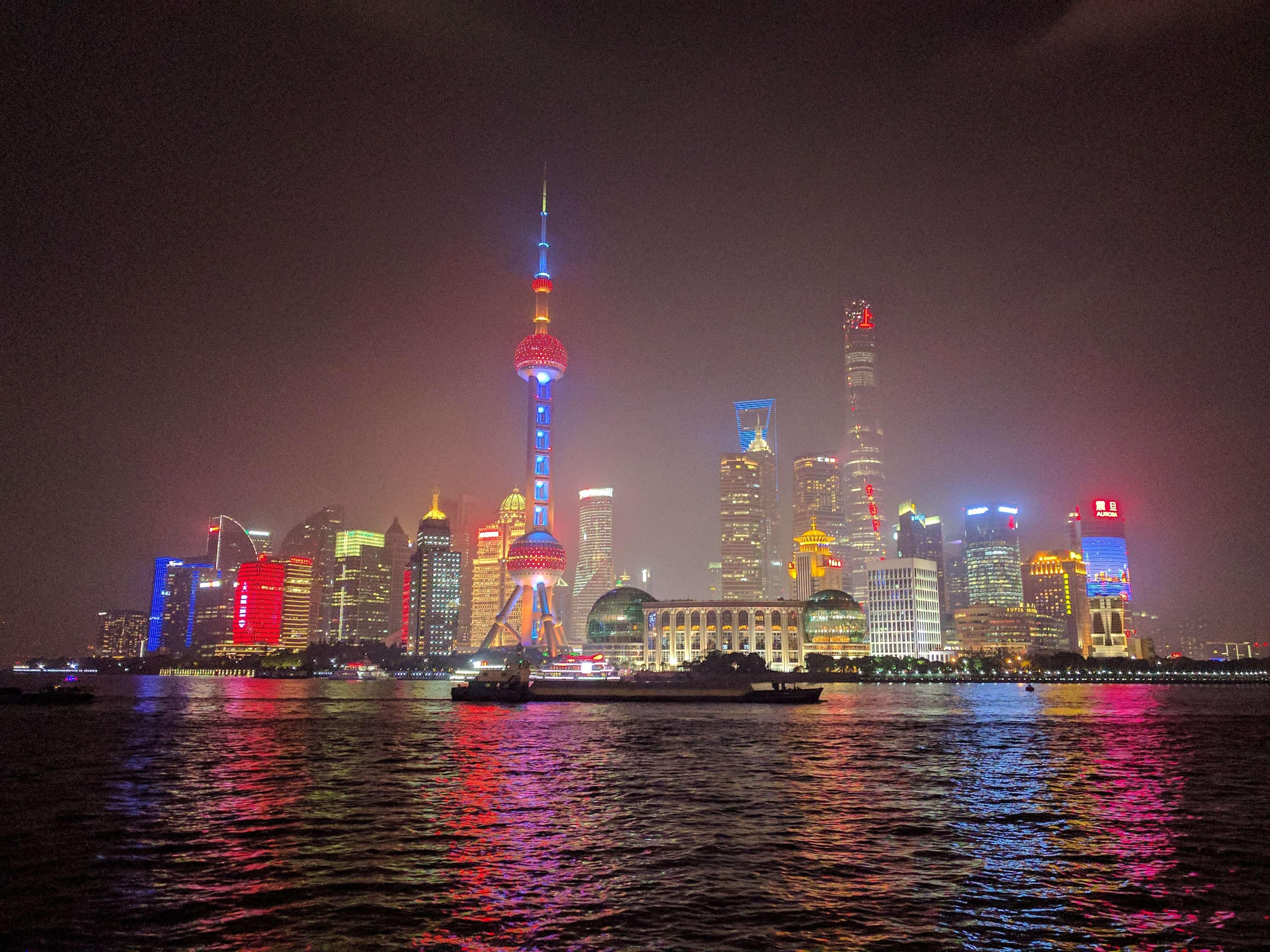 Rascacielos de Pudong, vistos desde el Bund, Shanghái, China, 2017 | Viajar a China