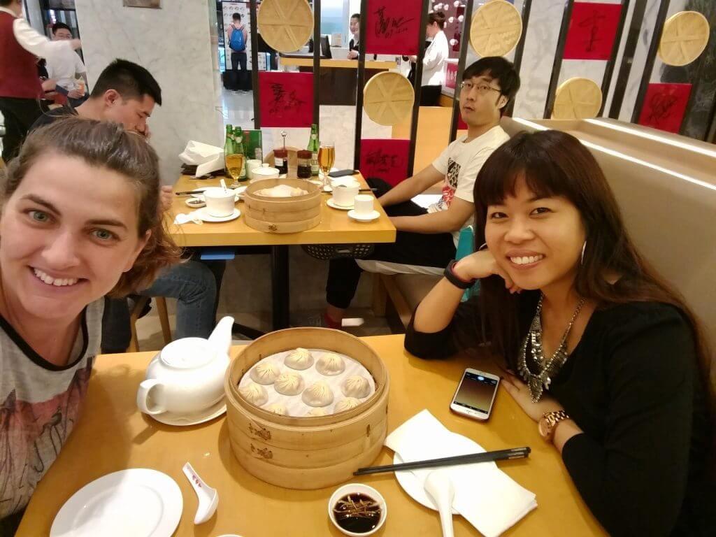 @rominitaviajera con @Dianadereznor cenando en Restaurante Taiwanés Din Tai Fung en Pekín, China, 2017