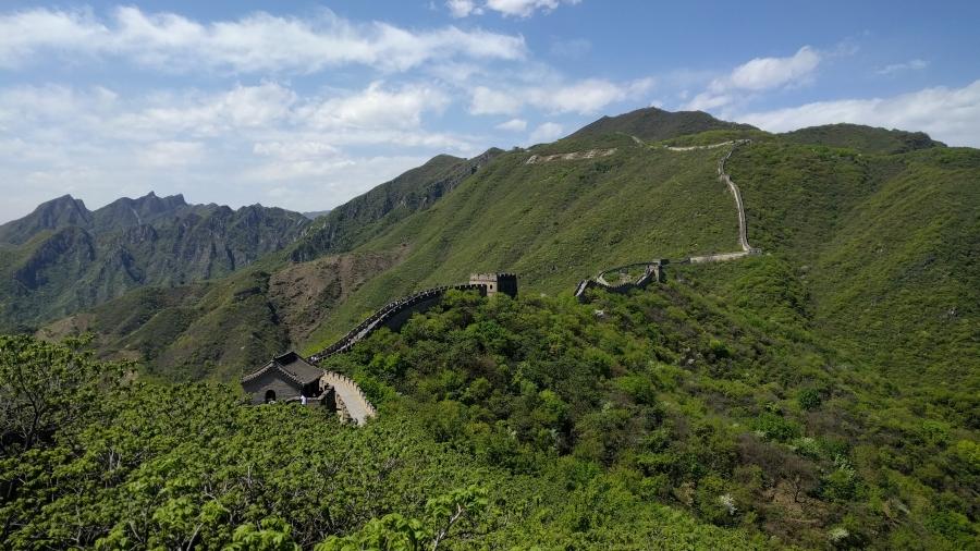 Vistas del entorno de la Gran Muralla China de Mitianyu desde la Torre 14 a la 20, China, 2017