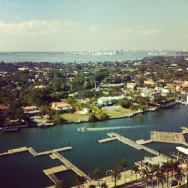Vistas desde una de las torres residenciales de Sunny Isles Beach, Miami North, 2013